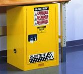 Justrite Sure-Grip EX 12 gal Amarillo Gabinete de almacenamiento de material peligroso - Cierre automático - Parte superior del banco - Ancho 23 1/4 pulg. - Altura 35 pulg. - Parte superior del banco
