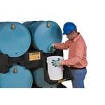 Justrite 28669 Negro Ecopolyblend 1500 lb Estante apilador para tambor - Ancho 49 pulg. - Longitud 46 pulg. - Altura 12 pulg. - 697841-13455