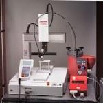 Loctite 504 98608 Robot dispensador de adhesivo Incluye Cable de alimentación de CA, CD-ROM Manual, Conector de desvío de enclavamiento externo, Robot, Conector de desvío Teach Pendant